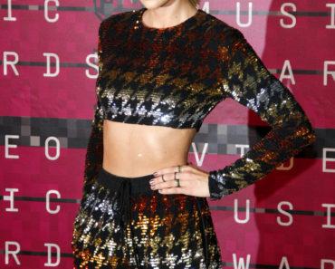 08/30/2015 - Taylor Swift - 2015 MTV Video Music Awards - Arrivals - Microsoft Theater - Los Angeles, CA, USA - Keywords:  Orientation: Portrait Face Count: 1 - False - Photo Credit: David Gabber / PRPhotos.com - Contact (1-866-551-7827) - Portrait Face Count: 1