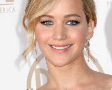 01/24/2015 - Jennifer Lawrence - 26th Annual Producers Guild Awards - Arrivals - Hyatt Regency Century Plaza - Los Angeles, CA, USA - Keywords: Vertical, Topics, California, Arrival, Portrait, Red Carpet Event, Arts Culture and Entertainment, Celebrities, PGA Awards, 2015 Producers Guild of America Awards, Topix, Bestof, Celebrity Orientation: Portrait Face Count: 1 - False - Photo Credit: Ima Kuroda / PRPhotos.com - Contact (1-866-551-7827) - Portrait Face Count: 1