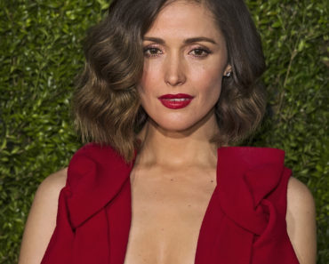 "06/07/2015 - Rose Byrne - 69th Annual Tony Awards - Arrivals - Radio City Music Hall - New York City, NY, USA - Keywords: actress, wearing Delpozo rose red gown, Antoinette Perry Awards, Broadway League, culture, creativity, entertainers, ""Great White Way,"" celebration, honors, achievement in theater, CBS Television Network, mid-town Manhattan, musicals, drama, comedy, performers  Orientation: Portrait Face Count: 1 - False - Photo Credit: Laurence Agron / PRPhotos.com - Contact (1-866-551-7827) - Portrait Face Count: 1"