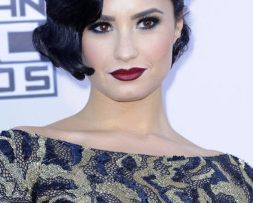 11/22/2015 - Demi Lovato - 2015 American Music Awards - Arrivals - Microsoft Theater - Los Angeles, CA, USA - Keywords:  Orientation: Portrait Face Count: 1 - False - Photo Credit: David Gabber / PRPhotos.com - Contact (1-866-551-7827) - Portrait Face Count: 1