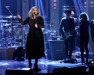 THE TONIGHT SHOW STARRING JIMMY FALLON -- Episode 0373 -- Pictured: Musical guest Adele performs on November 23, 2015 -- (Photo by: Douglas Gorenstein/NBC)