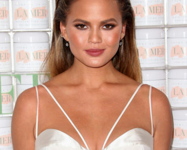 10/13/2015 - Chrissy Teigen - La Mer Celebrates 50 Years of An Icon - Arrivals - Siren Studios, 6063 W. Sunset Boulevard - Hollywood, CA, USA - Keywords: Vertical, Female Empowerment, La Mer Luxury Skincare Line Event, Arrival, Los Angeles, California, Portrait, Photography, Arts Culture and Entertainment, Attending, Celebrities, Celebrity Orientation: Portrait Face Count: 1 - False - Photo Credit: PRPhotos.com - Contact (1-866-551-7827) - Portrait Face Count: 1