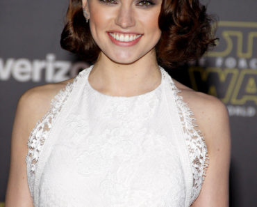 "12/14/2015 - Daisy Ridley - ""Star Wars: The Force Awakens"" World Premiere - Arrivals - TCL Chinese Theatre - Hollywood, CA, USA - Keywords:  Orientation: Portrait Face Count: 1 - False - Photo Credit: David Gabber / PRPhotos.com - Contact (1-866-551-7827) - Portrait Face Count: 1"