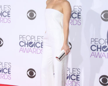 01/06/2016 - Kate Hudson - People's Choice Awards 2016 - Arrivals - Microsoft Theater - Los Angeles, CA, USA - Keywords: Vertical, Red Carpet Arrival, California, Portrait, Photography, Arts Culture and Entertainment, Attending, Celebrities, Celebrity, Person, People, Topix, Bestof Orientation: Portrait Face Count: 1 - False - Photo Credit: PRPhotos.com - Contact (1-866-551-7827) - Portrait Face Count: 1