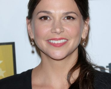 06/10/2013 - Sutton Foster - Broadcast Television Journalists Association's 3rd Annual Critics' Choice Television Awards - Inside Arrivals - Beverly Hilton Hotel - Beverly Hills, CA, USA - Keywords: 2013 Critics' Choice Television Awards, Arrivals, BTJA Orientation: Portrait Face Count: 1 - False - Photo Credit: Andrew Evans  / PR Photos - Contact (1-866-551-7827) - Portrait Face Count: 1