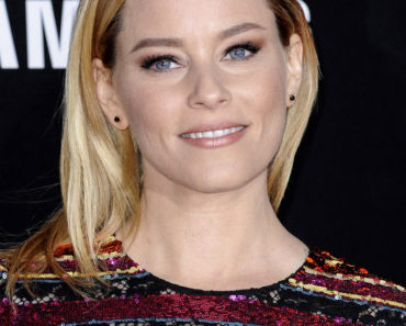 "11/16/2015 - Elizabeth Banks - ""The Hunger Games: Mockingjay - Part 2"" Los Angeles Premiere - Arrivals - Microsoft Theater - Los Angeles, CA, USA - Keywords:  Orientation: Portrait Face Count: 1 - False - Photo Credit: David Gabber / PRPhotos.com - Contact (1-866-551-7827) - Portrait Face Count: 1"
