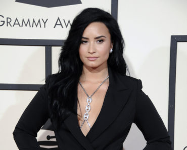 02/15/2016 - Demi Lovato - The 58th GRAMMY Awards - Arrivals - Staples Center - Los Angeles, CA, USA - Keywords:  Orientation: Portrait Face Count: 1 - False - Photo Credit: David Gabber / PRPhotos.com - Contact (1-866-551-7827) - Portrait Face Count: 1