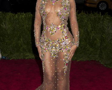 "05/04/2015 - Beyonce - ""China: Through The Looking Glass"" Costume Institute Benefit Gala - Arrivals - Metropolitan Museum of Art - New York City, NY, USA - Keywords: Beyonce Giselle Knowles-Carter, Beyonce Carter, Beyonce Knowles-Carter, Vertical, Red Carpet Arrival, Art Museum, Fashion, Arts Culture and Entertainment, Gala, Attending, Celebrities, Annual Event, 2015, Met Costume Institute Benefit Gala, Topix, Bestof, The Costume Institute, Celebrity Orientation: Portrait Face Count: 1 - False - Photo Credit: Janet Mayer / PRPhotos.com - Contact (1-866-551-7827) - Portrait Face Count: 1"