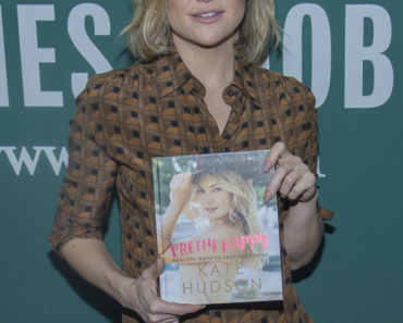 "02/16/2016 - Kate Hudson - Kate Hudson ""Pretty Happy"" Book Signing at Barnes & Noble in New York City on February 16, 2016 - Barnes & Noble Union Square - New York City, NY, USA - Keywords: Barnes & Noble Union Square, Actress, Author, New York City, Pretty Happy Orientation: Portrait Face Count: 1 - False - Photo Credit: PR Photos / PRPhotos.com - Contact (1-866-551-7827) - Portrait Face Count: 1"