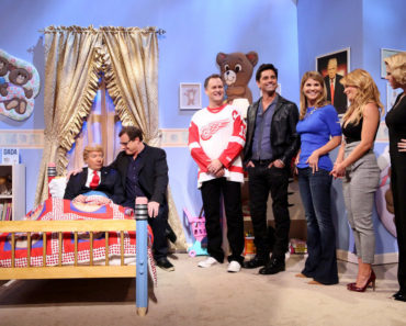 "THE TONIGHT SHOW STARRING JIMMY FALLON -- Episode 0418 -- Pictured: (l-r) Host Jimmy Fallon as Donald Trump, Bob Saget as Danny Tanner, Dave Coulier as  Joey Gladstone, John Stamos as Jesse Katsopolis, Lori Loughlin as Rebecca Katsopolis, Candace Cameron Bure as D.J. Tanner, and Jodie Sweetin as Stephanie Tanner during the ""Fuller House meets Donald Trump"" sketch on February 16, 2016 -- (Photo by: Andrew Lipovsky/NBC)."