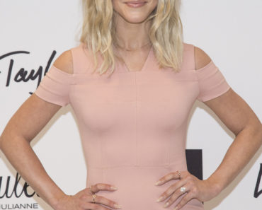03/23/2016 - Julianne Hough - Lord & Taylor Hosts Actress Julianne Hough in New York City on March 23, 2016 - Lord & Taylor 5th Avenue - New York City, NY, USA - Keywords: Actress, MPG Fitness, Lord & Taylor, New York City Orientation: Portrait Face Count: 1 - False - Photo Credit: PR Photos / PRPhotos.com - Contact (1-866-551-7827) - Portrait Face Count: 1