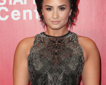 Demi Lovato 2016 MusiCares Person of the Year Honoring Lionel Richie - Arrivals