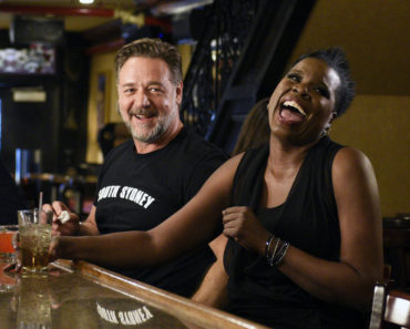 "SATURDAY NIGHT LIVE -- ""Russell Crowe"" Episode 1700 -- Pictured: (l-r) Russell Crowe and Leslie Jones on April 5, 2016 -- (Photo by: Dana Edelson/NBC)"