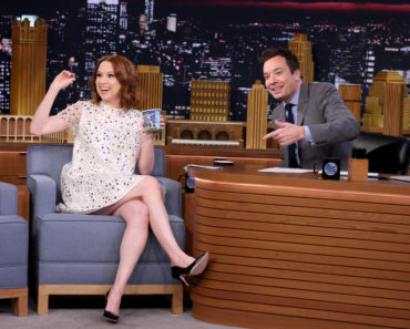 THE TONIGHT SHOW STARRING JIMMY FALLON -- Episode 0454 -- Pictured: (l-r) Actress Ellie Kemper during an interview with host Jimmy Fallon on April 13, 2016 -- (Photo by: Andrew Lipovsky/NBC)