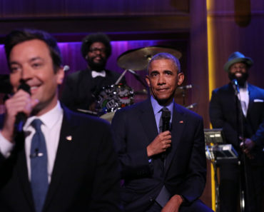 THE TONIGHT SHOW STARRING JIMMY FALLON -- Episode 0485 -- Pictured: (l-r) Host Jimmy Fallon and President Barack Obama Slow Jam The News on June 9, 2016 -- (Photo by: Andrew Lipovsky/NBC)